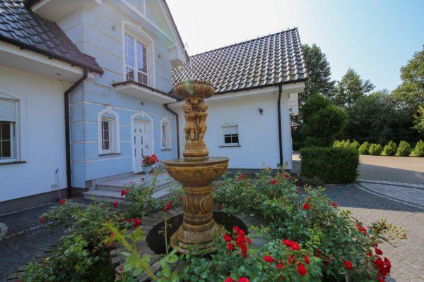 niezwykła posiadłość 600x400 - Dom wolnostojący, 5 pokoi, 214 m2 - Grubsko, k. Nowego Tomyśla
