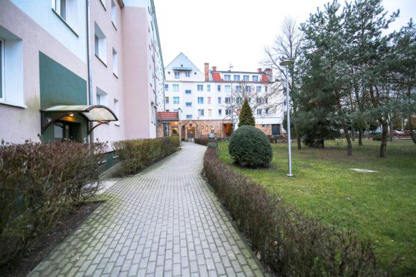mieszkanie do remontu murowana goślina 600x400 - 4 pokoje, 4 piętro - Murowana Goślina, ul. Długa