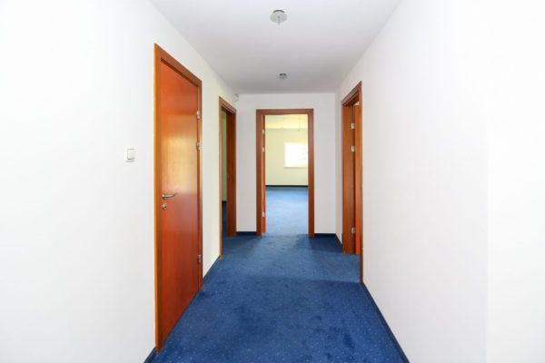 dom do remontu luboń 600x400 - Dom wolnostojący, 7 pokoi, 329 m2 - Luboń, ul. 11 Listopada